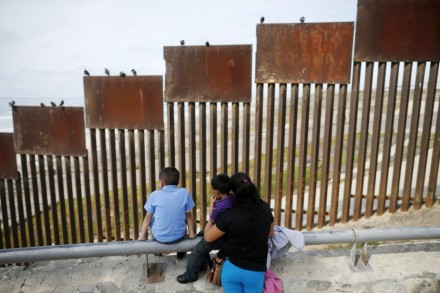 trumps wall and families-923 x 615-